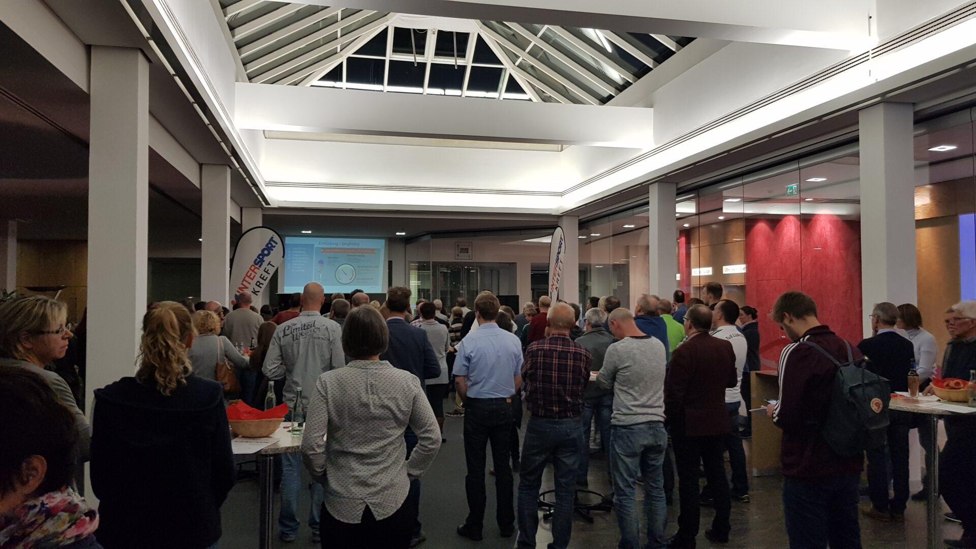 11Auitaktveranstaltung der Schaumburger Laufserie in der Kassenhalle der Sparkasse Stadthagen