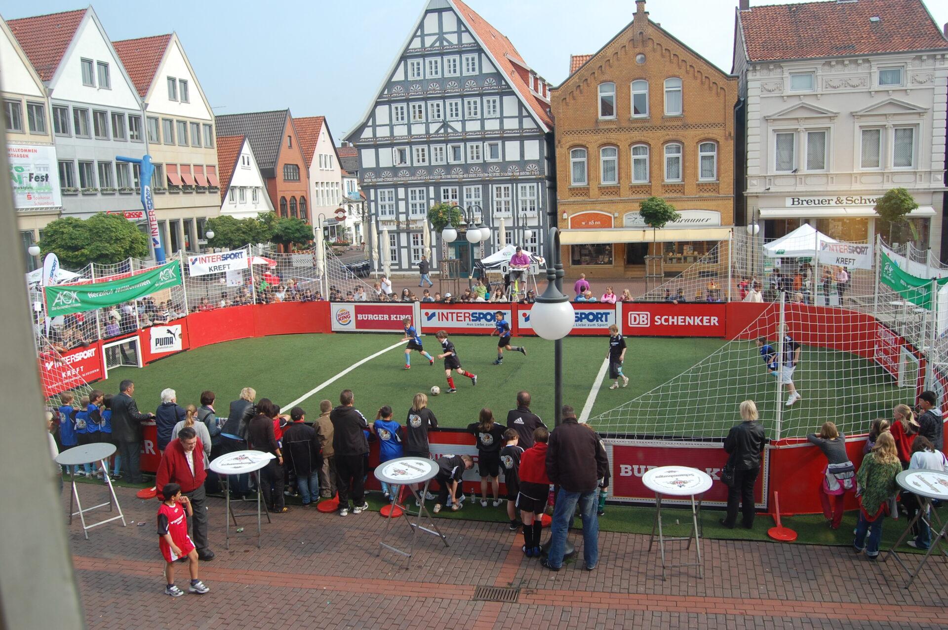 11Speedsoccer Court des Familiensporthauses Kreft auf dem Marktplatz Stadthagen